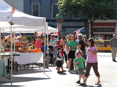 Geneseo Farmers Market packs the street