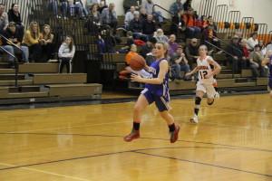 Geneseo junior guard Michayla Salatel drives to the basket (Photo credit: A.J. Devine)