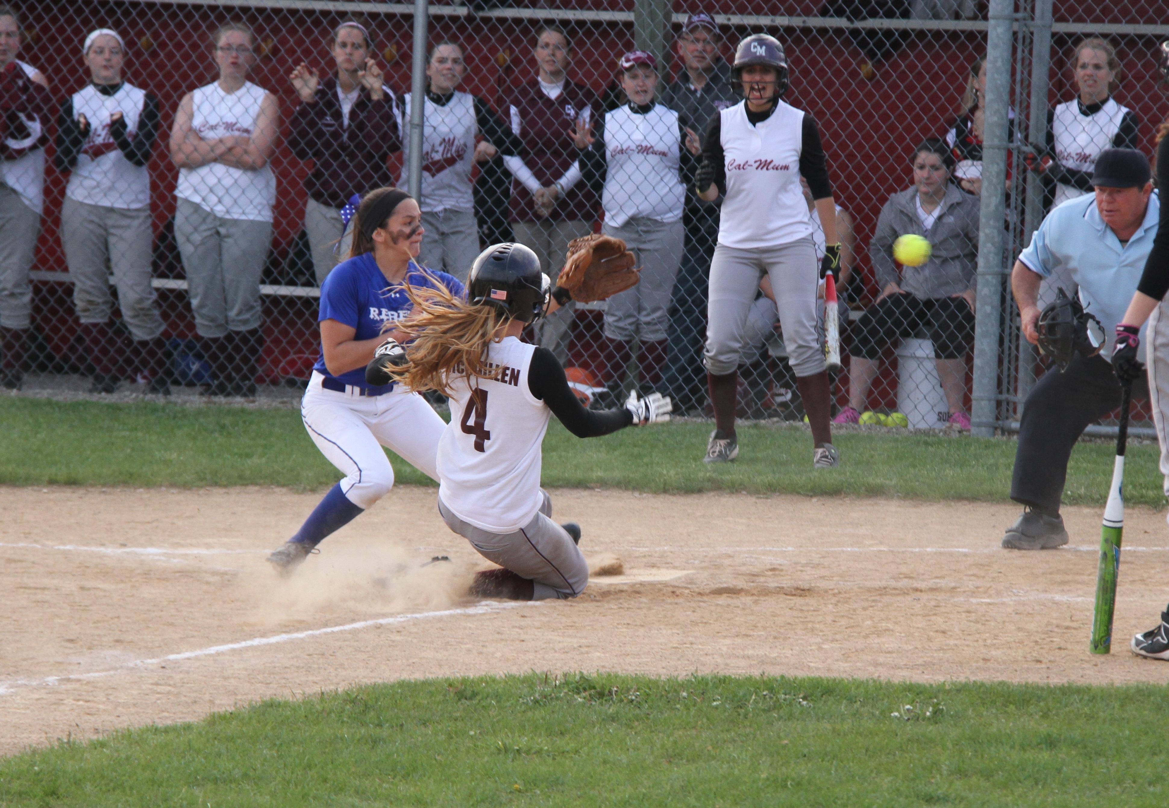 Softball: Cal-Mum wins third straight sectional title