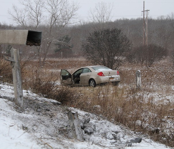 Driver Suffers Minor Injuries in 1 Car MVA