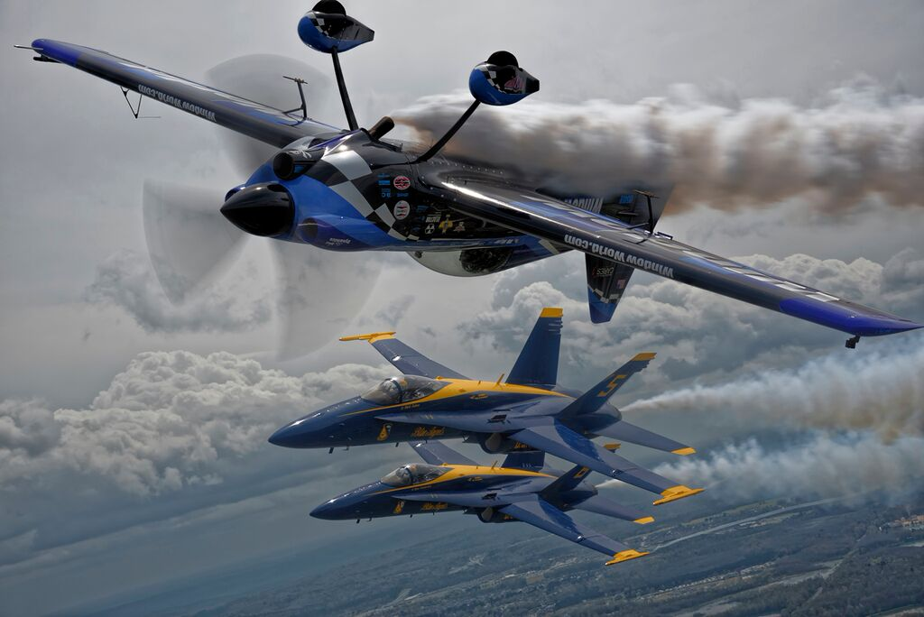 Rob Holland flying with the Blue Angels. (Photo/Steven Serdikoff)