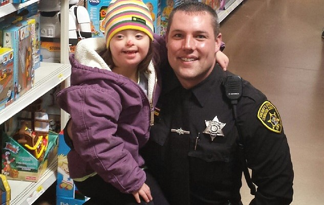Shop with a Cop to Gift Tots with Toys for Christmas