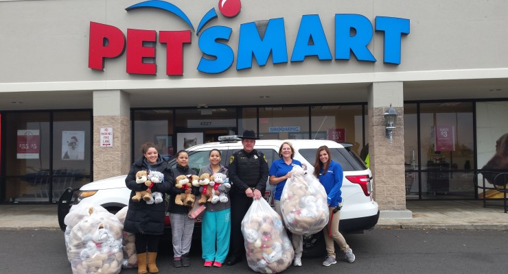 Geneseo PetSmart and Sheriff's Office Gift Charity with Stuffed Fluffy Friends