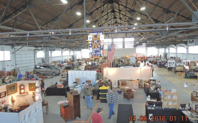 Geneseo Kiwanis' 2016 Antique Show Feeds Food Pantry