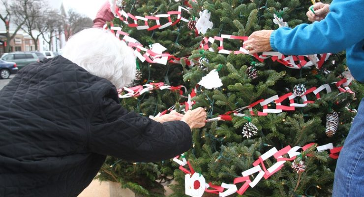 'Tis the Season! Geneseo Decks Main Street for the Holidays